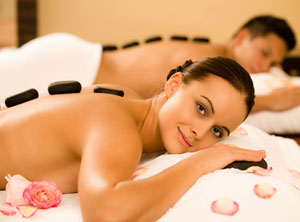 COUPLE MASSAGE WITH HOT STONES